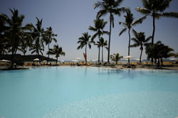 Enjoy the large swimming pool on the beach at the Hotel Andalina
